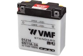 Een accu van het merk VMF deze kan gebruikt worden om motoren te starten